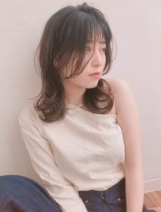 外ハネが可愛い レイヤーミディ【y−499】|ALICe by afloatのヘアスタイル
