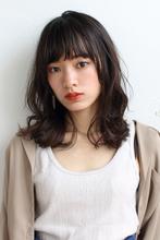 暗髪×ゆるふわカールに色香を感じるニュアンスミディ ALICe by afloat 野坂 京のヘアスタイル