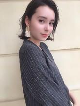 ネイビーカラー 切りっぱなしくびれ外ハネボブ 53|ALICe by afloatのヘアスタイル