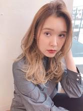 ミルクティーカラー グラデーション セミロング【yー558】|ALICe by afloat 松盛 友美子のヘアスタイル