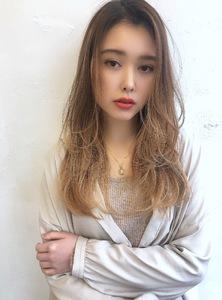 ツヤ髪シースルーレイヤーロング【K_74】 ALICe by afloatのヘアスタイル