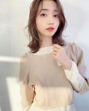 大人くびれフェミニンレイヤーミディアム ALICe by afloat 鎌倉 彩のヘアスタイル
