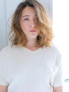 フワッとランダムカール allys hair aoyamaのヘアスタイル