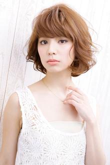 髪にしっとり感が蘇ったリバースタッチの魅惑ミディアムヘア allys hair shinsaibashi OPAのヘアスタイル