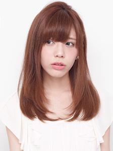 毛先をほんのり内巻きにしたナチュラルなニュアンスストレート allys hair shinsaibashi OPAのヘアスタイル