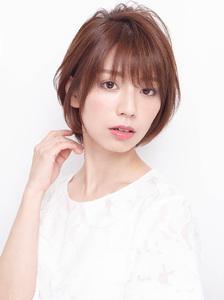 均一のツヤ感と毛先の柔らかさを表現したニュアンスショートヘア allys hair shinsaibashi OPAのヘアスタイル