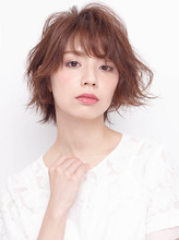 ふんわりフォルムで躍動的な動きを与えたゆる巻きカール|allys hair shinsaibashi OPA KAZZのヘアスタイル