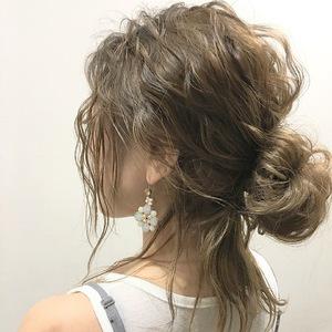 外国人風波ウェーブ×お団子アレンジ★|allys hair shinsaibashi OPAのヘアスタイル