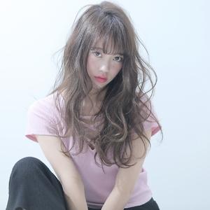 フェミニン×アッシュベージュ allys hair shinsaibashi OPAのヘアスタイル