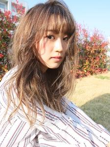 ゆるふわロングヘア allys hair shinsaibashi OPAのヘアスタイル