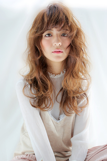 大人カワイイ ふわふわフェミニンウェーブ|allys hair shinsaibashi OPAのヘアスタイル