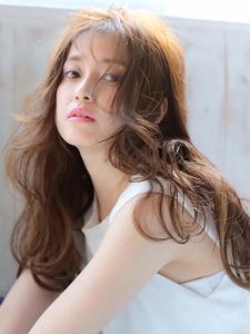 ★ロングヘアーでも顔周りのデザインで素敵なスタイルに★|allys hair shinsaibashi OPAのヘアスタイル