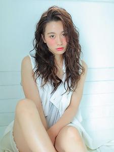ウェットな質感でカールに抜け感を☆|allys hair shinsaibashi OPAのヘアスタイル