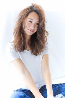 陽気に弾むようなチアフルウェーブ☆|allys hair shinsaibashi OPAのヘアスタイル