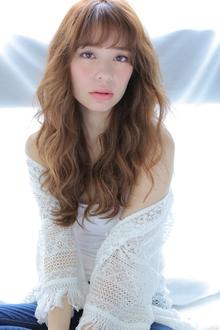 セミマット質感ワイドバングくびれミディウェーブ allys hair shinsaibashi OPAのヘアスタイル