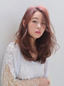 ピンクベージュカラーで本来の女性の美しさを☆|allys hair shinsaibashi OPAのヘアスタイル