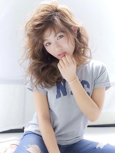 ★透明感モーブカラーくびれミディラフウェーブスタイル★|allys hair shinsaibashi OPAのヘアスタイル