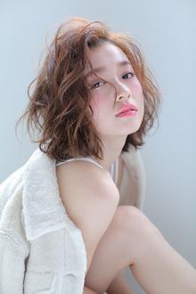 ヌーディーカラー&セミウェットくびれミディタンバルモリSTYLE|allys hair shinsaibashi OPAのヘアスタイル