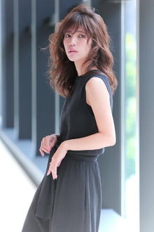 女度を上げるグラマラスカール|allys hair shinsaibashi OPAのヘアスタイル