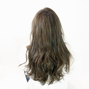 グレージュ×ロング|ALPHA SALIDAのヘアスタイル