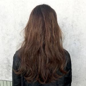 大人ロング×アッシュブラウン×フロウバング|ALPHA SALIDAのヘアスタイル