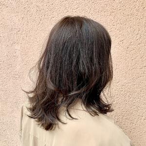 アッシュブラウン×ミディアムレイヤー|ALPHA SALIDAのヘアスタイル