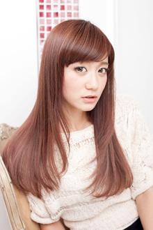 深みのあるカラーで清楚な女性像を表現したツヤサラロング|apish ginZaのヘアスタイル