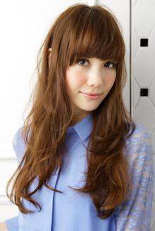 外国人風のドーリーなテイストで注目度アップのしっとりヘア|apish ginZaのヘアスタイル