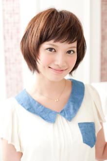 小顔効果でキュートな笑顔が可愛い素髪のナチュラルショート|apish ginZaのヘアスタイル