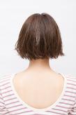 毛先のハネ感と前髪の束感がかわいい軽やかボブ