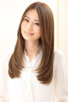 自然で美しい髪の条件は程よいボリューム感とツヤサラの輝き|apish AOYAMAのヘアスタイル