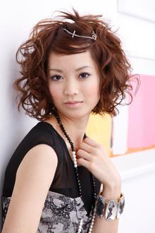 ワイドシルエットにアクセントをプラスした前髪アレンジ|apish AOYAMAのヘアスタイル