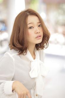 風に揺れる、フワッと柔らかいパーマミディアム☆|apish AOYAMAのヘアスタイル