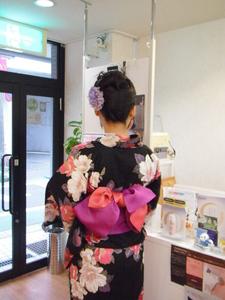 すっきり涼しい巻き髪にワンポイント|ヘアー アンド メイク アロマ (美容室アロマ) 都立大学駅前店のヘアスタイル