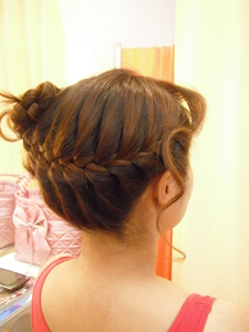 カジュアルなドレスにも、浴衣にも似合う編みこみです♪|ヘアー アンド メイク アロマ (美容室アロマ) 都立大学駅前店のヘアスタイル