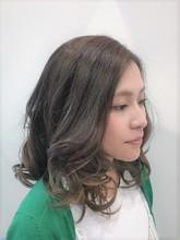 上品なグラデーションカラー|ASSEMBLAGE  心斎橋店 のヘアスタイル