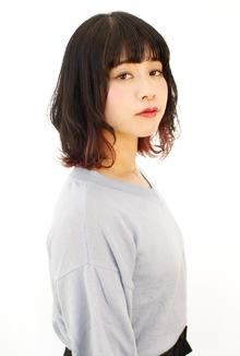 インナーピンクがチラ見えミディアム|B2C梅田のヘアスタイル
