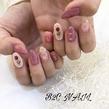くすみピンクのバラネイル