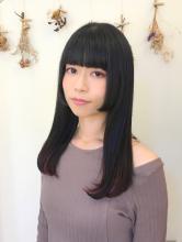 顔周りをぱつんと切り込んだ韓国風の姫カット B2C梅田 田渕 麻由子のヘアスタイル