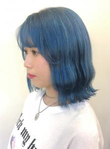 ビビッドすぎず、パステルすぎないロイヤルブルーカラー|B2C梅田のヘアスタイル