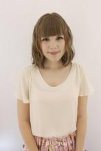 細く直毛のパーマがかかりにくい髪にウェーブパーマを!|Raffine 三宮のヘアスタイル