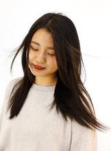 内側の髪の毛がくせでぼこぼこ出てきて気になるモデルさんに天使の輪ができる縮毛矯正をかけました。|Raffine 三宮 松浦 知奈美のヘアスタイル