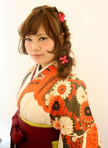袴の着付けとヘアセット|Raffine 三宮のヘアスタイル