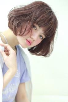 【春トレンド】春におすすめ!ナチュラルモードボブ|BiBi のヘアスタイル
