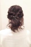 簡単編み込みで、結婚式にもOKのお呼ばれヘア