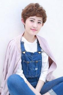 大人エアリーショート BiBi のヘアスタイル