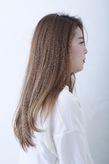 シンプルなハイトーンストレートヘア