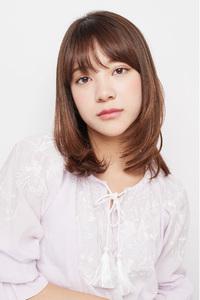 ひし形シルエットが魅力のミディアムヘア