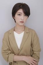 【秋トレンド】クール耳かけショートボブ|BiBi のヘアスタイル