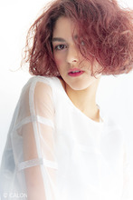 『グラマラスに輝く』癖毛を生かしたボブスタイル|Beauty&Care CALON 銀座 西海 洋のヘアスタイル